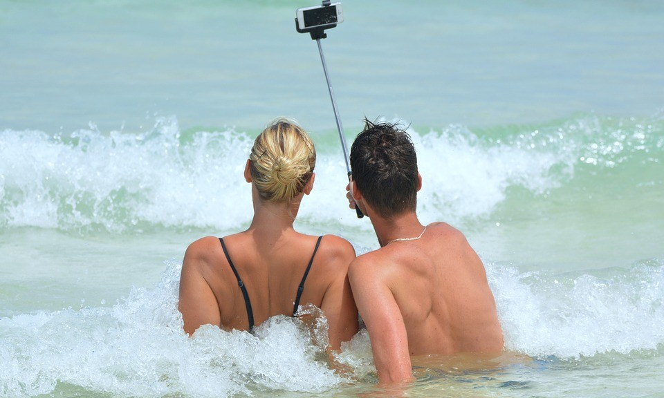 selfie-couple-plage